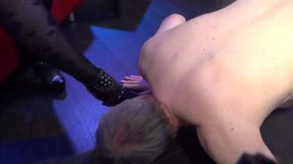Foot worshipping (WMV clip)