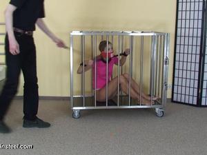 Nongrid_medium_sophia-in-the-cage