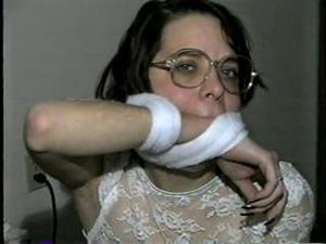 Nongrid_medium_eye-glasses-cleave-wrists-handgagged-piper-d16-4