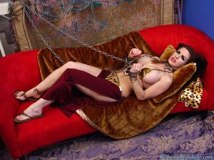 Nongrid_medium_science-fiction-princess-in-bondage