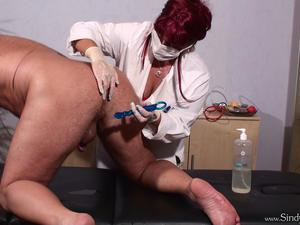 Nongrid_medium_blue-nails-medical-milking-2