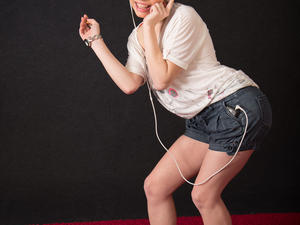 Nongrid_medium_elizabeth-smoking-like-a-smurf-and-in-shorts-video-photo-bundle