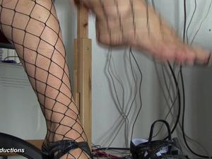 Nongrid_medium_katja-in-fishnets-and-high-heels-23
