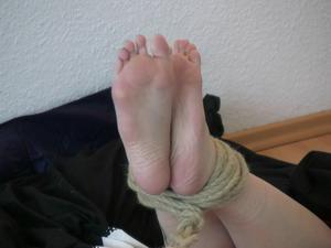 Nongrid_medium_sophie-tied-up-tight