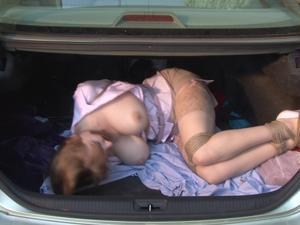 Nongrid_medium_car-trunk-captive-lorelei