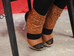 Nongrid_medium_posing-with-high-heels