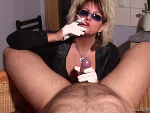 Nongrid_medium_white-leathergloved-smoking-and-handjob