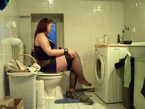 Nongrid_medium_sandra-shave-her-legs