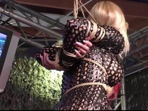 Nongrid_medium_predicament-flexibility-challenge-for-dany-blonde