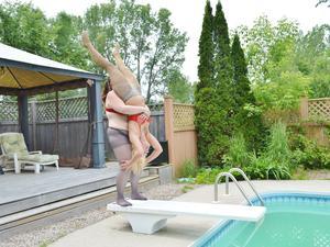 Nongrid_medium_sam-vs-paige-outdoor-pool-photoset-1