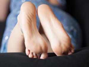 Nongrid_medium_play-with-feet