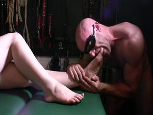 Nongrid_medium_mistress-vivienne-lamour-lick-my-dirty-feet-clean-hd-film