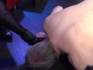 Nongrid_medium_foot-worshipping-wmv-clip