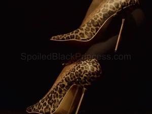Nongrid_medium_ebony-goddess-legs