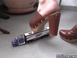 Nongrid_medium_crushing-a-toy-car