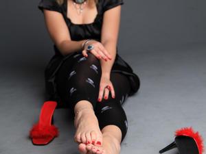 Nongrid_medium_red-heels-in-the-studio
