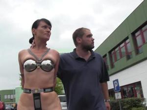 Nongrid_medium_public-chastity-walk