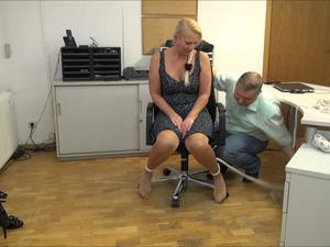 Nongrid_medium_isabel-tickling-service-part-3-of-6