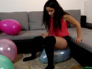 Nongrid_medium_sit2popping-ca-balloons