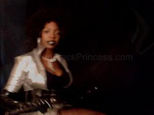 Nongrid_medium_latex-afro-princess