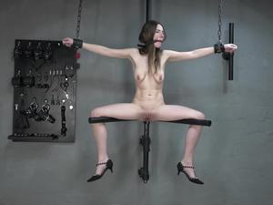 Nongrid_medium_massager-in-the-pussy