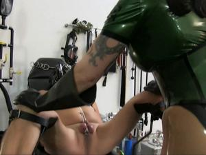 Nongrid_medium_miss-velour-medical-restraints-hd-wmv