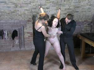 Nongrid_medium_mistress-kristin-and-sir-rob-with-minuit-in-the-dungeon