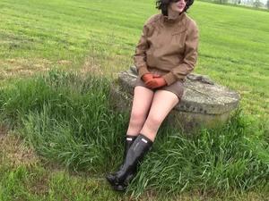 Nongrid_medium_retro-wife-smoking-and-peeing