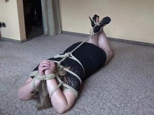 Nongrid_medium_sandra-absolutly-helpless